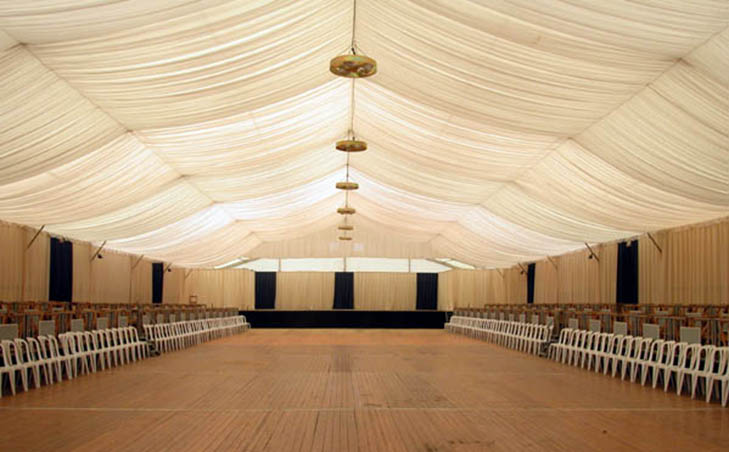 Carpa interior con decoracion